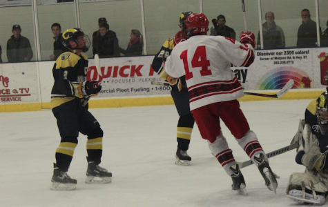 Boys hockey team fails to outscore Marquette