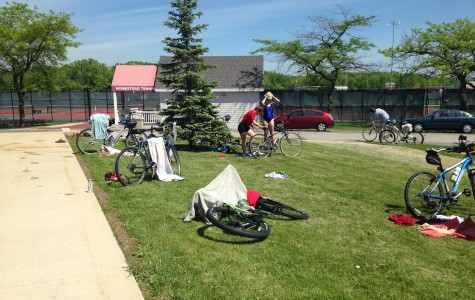 Swim, bike, run: Triathlon gym class competes in sprint triathlon