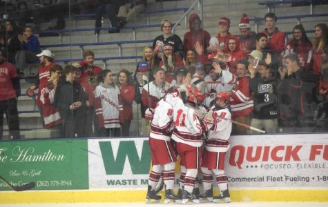 Boys hockey pulls out a win against USM