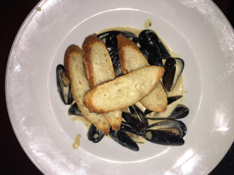 Swig's Steamed mussels.