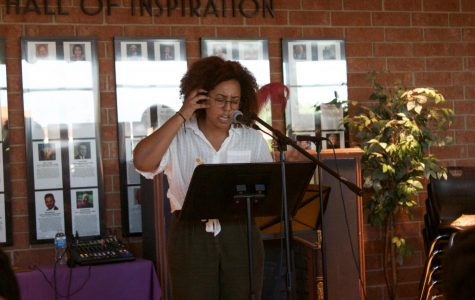 Students and guest speaker perform original pieces at Unplugged