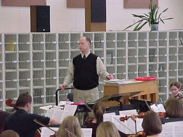 Shelby+Dixon+teaches+an+orchestra+class+at+Homestead+in+early+2001.